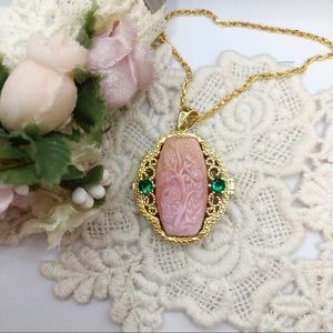 S925 Emerald & Queen Conch Shell Locket Necklace